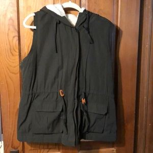 Skies are Blue Simeon Olive Cargo Vest XL